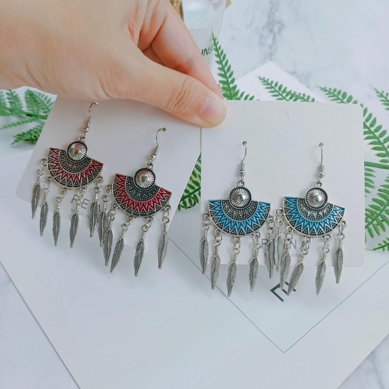 歐美風格銀色系冷色調扇形樹葉造型流蘇耳環埃及豔后線條半圓形夾式耳環