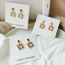 小巧正方形粉嫩色系珠珠可愛俏皮耳釘耳環幾何圖形糖果色夾式耳環