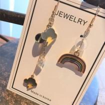 可愛長形滴油設計彩虹雲朵不對稱設計款耳環甜美彩色夾式耳環