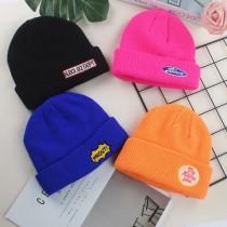 潮流螢光色系短版英文字刺繡毛帽無球毛帽針織冷帽保暖造型毛帽