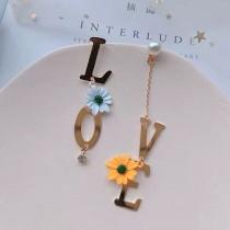 金色LOVE造型兩邊不對稱造型耳釘耳環長形修飾英文字特色耳環