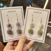 韓國立體毛球可愛甜美玻璃球長形造型耳環粉嫩色系毛球夾式耳環
