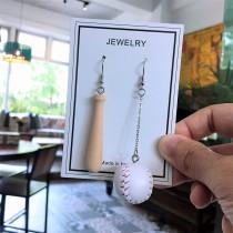 韓國手作設計款棒球造型兩邊不對稱可愛俏皮垂墜耳環夾式耳環