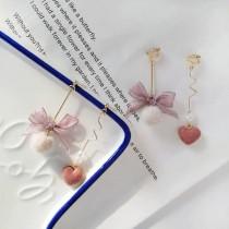韓國不對稱設計蝴蝶結造型質感愛心絨料長形耳環可愛毛球夾式耳環