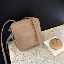 可愛方形簡約雙隔層皮革小包肩背側背熱賣款復古學院風格小包