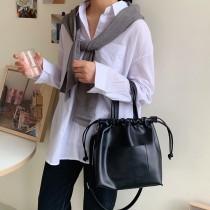 熱賣款簡約手提束口質感皮革素色百搭文青風格肩背側背包
