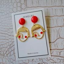 設計款臉紅紅女孩縷空金屬造型耳釘耳環可愛甜美造型垂墜耳環