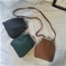 新款東大門韓國設計款單肩包復古斜側背包素色PU小方包夾子包