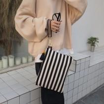 簡約百搭方形帆布設計條紋手拿包隨性手勾女包化妝包出遊包