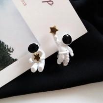 立體太空人造型耳釘可愛創意小巧精緻貼耳耳環