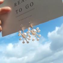 簡約氣質煙火造型白色珍珠精緻金屬耳環夾式耳環