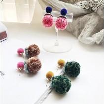 熱賣款甜美輕巧糖果色撞色混色毛球可愛設計款耳環
