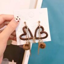 日韓系皮革簍空愛心白鑽長形造型咖啡毛球耳環