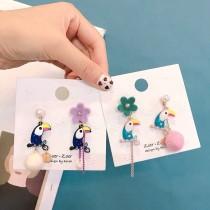 滴油大嘴鳥設計可愛羊毛氈毛球造型耳環童趣氣質垂墜耳環