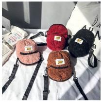 可愛帽子造型仿羊毛絨料斜背包肩背包小包手機包