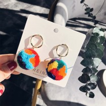 韓國熱賣縷空圓形耳釘超Q設計感彩色棉質立體毛球垂墜耳環