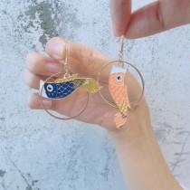 日本慶典鯉魚旗造型耳環圓形金屬框彩色鯉魚垂掛飾品