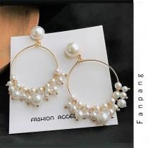 白色珍珠縷空圓形幾何圖形氣質精緻垂墜耳環夾式耳環
